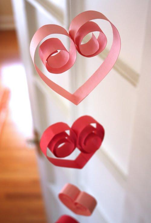 paper heart garland - Valentines Preschool Crafts