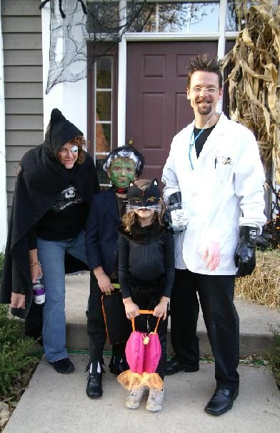 15 family themed halloween costume ideas chocolate cake moments i solutioingenieria Image collections